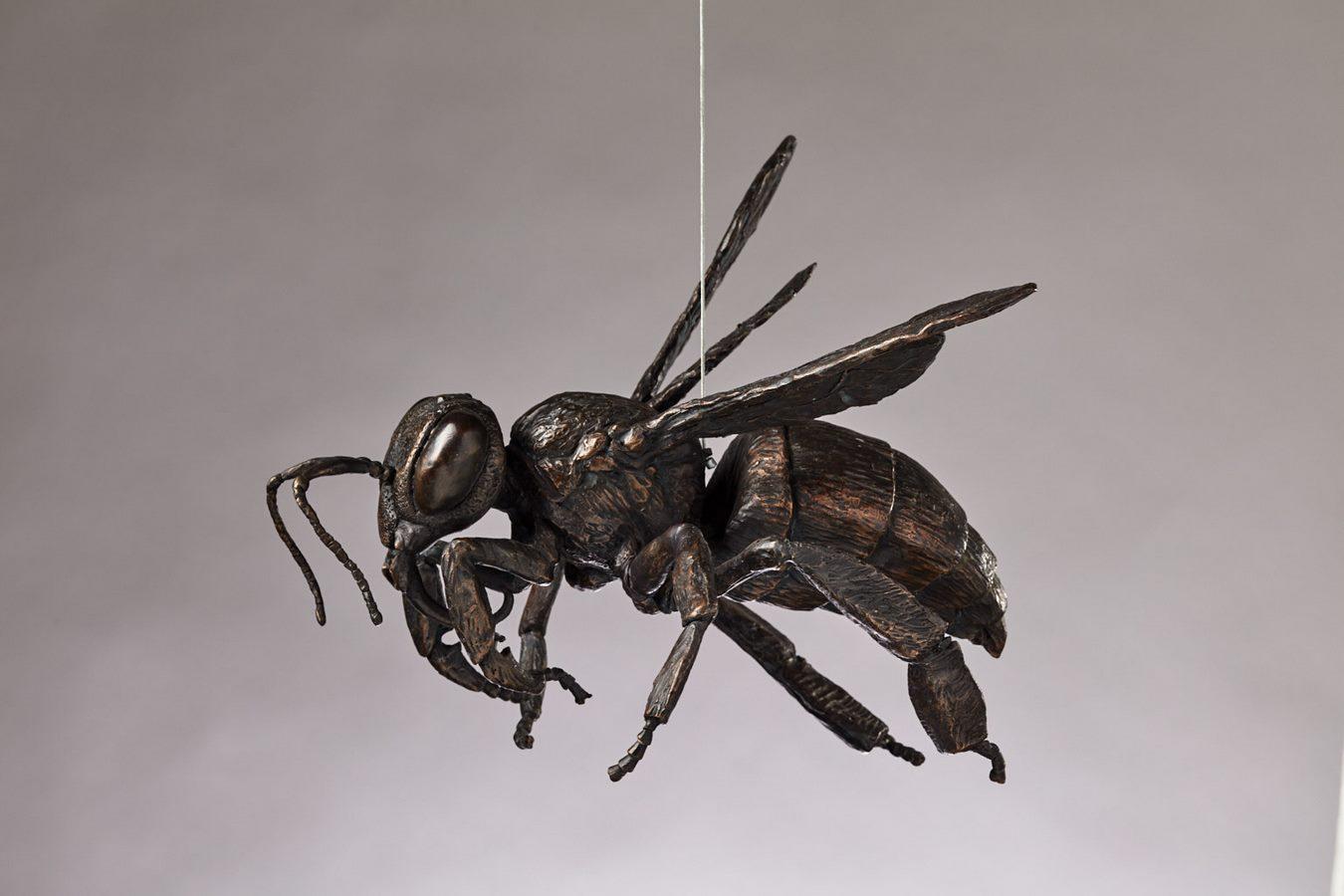 Kasper sculpteur _Abeille en vol