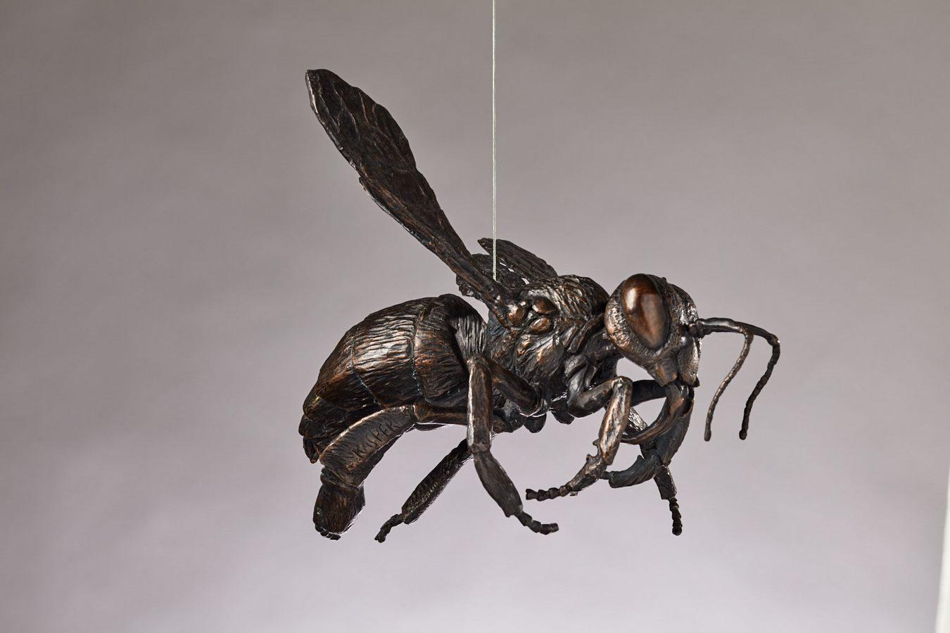 Kasper sculpteur _Abeille volant_ bronze